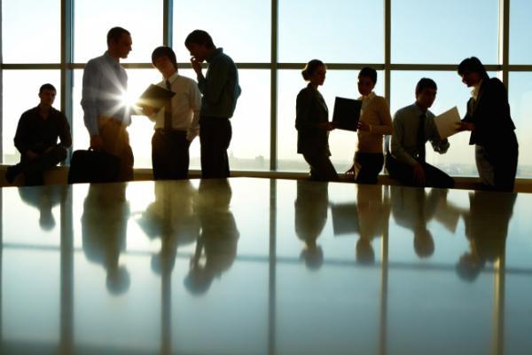 business-people-in-modern-office