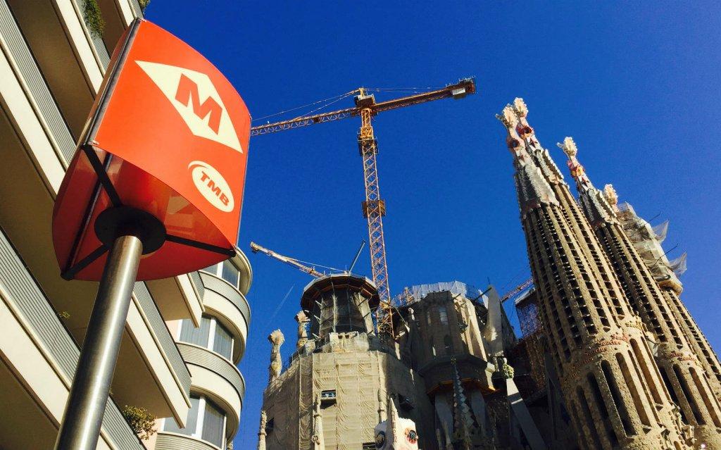 Bus e metro a Barcellona.